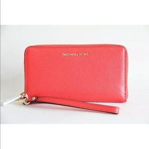 MICHAEL KORS MULTIFUNCTION LEATHER WALLET WRISTLET